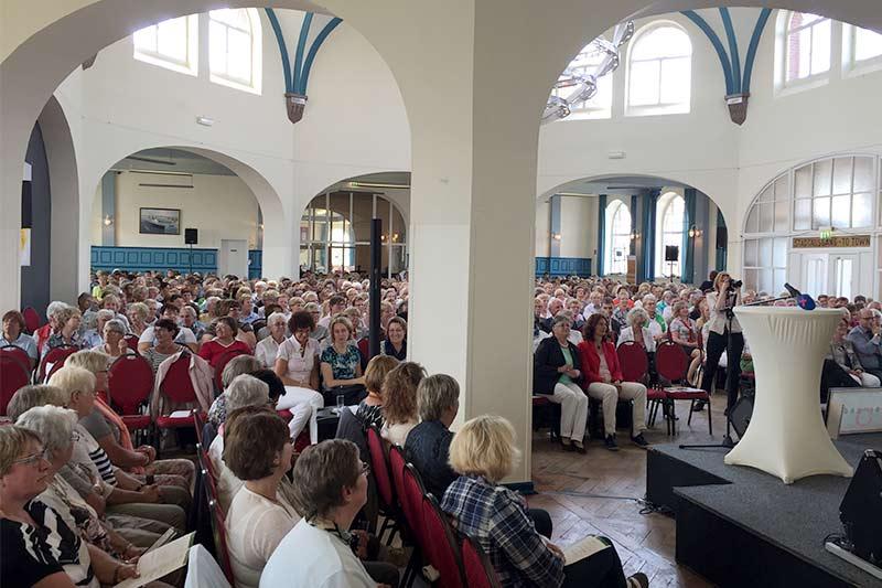 Energieprogramm und Kabarett Brüske begeistert LandFrauen Cuxhaven